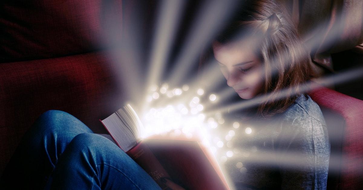 本を読む女の子