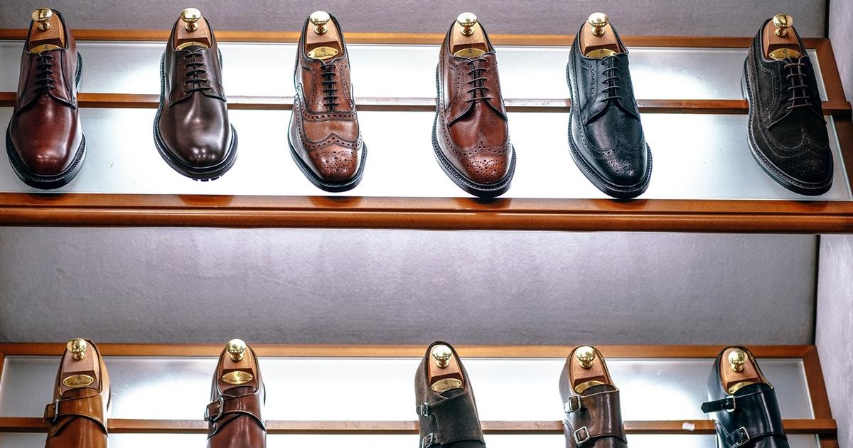 リーガルの革靴風スニーカー