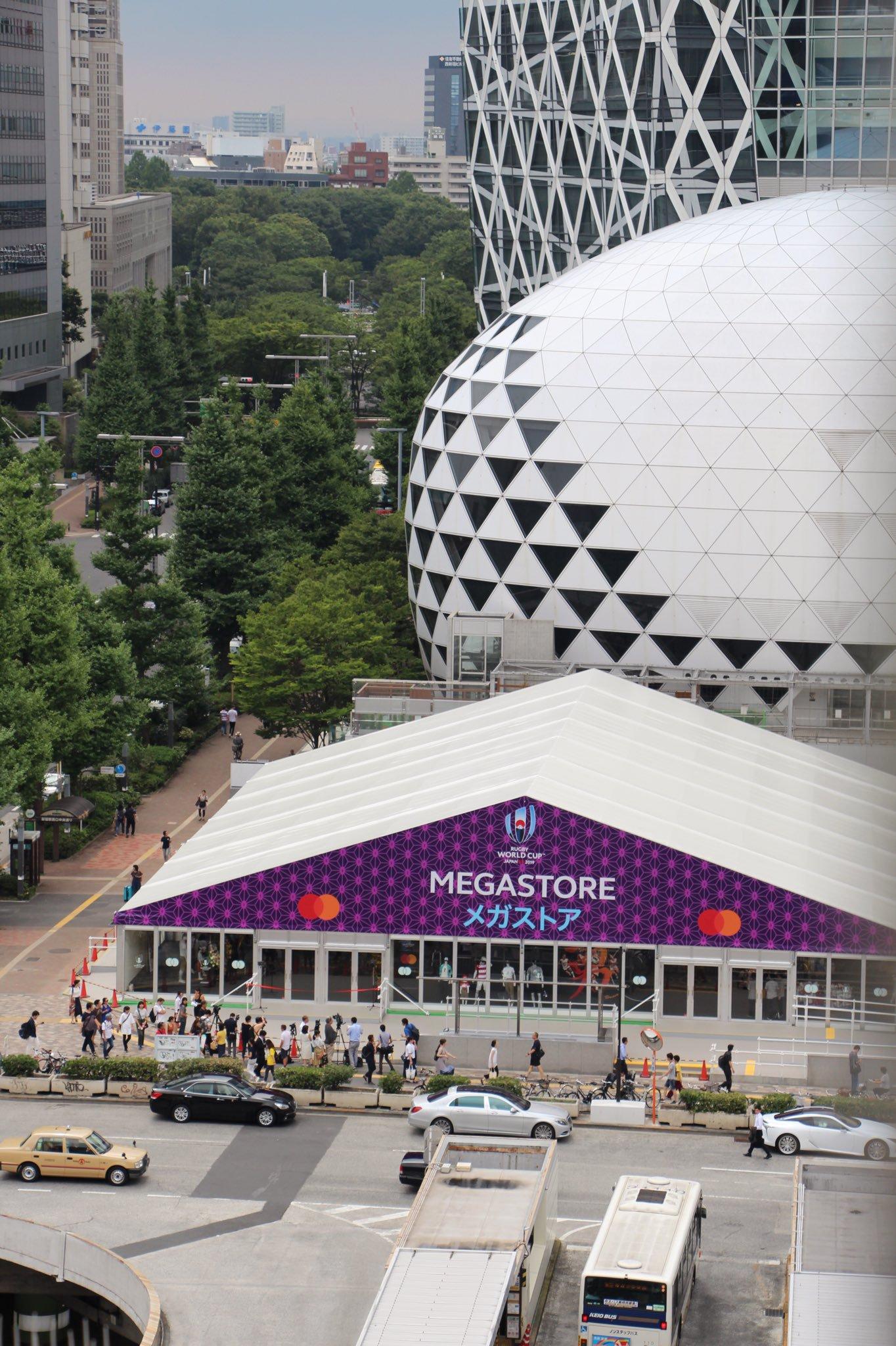 ラグビーワールドカップのメガストア新宿